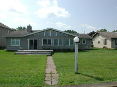 Cass County Single Family Home For Sale: 14766 Elm Drive