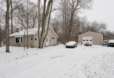 South Haven Single Family Home For Sale: 16555 65th Street