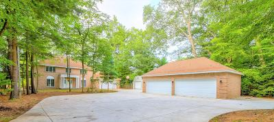 Norton Shores Single Family Home For Sale: 1513 Brookwood Drive