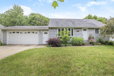 Grand Haven MI Single Family Home For Sale: $199,000