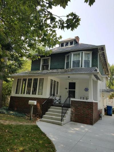 Hillsdale Single Family Home For Sale: 62 S Howell Street