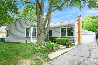 East Grand Rapids Single Family Home For Sale: 1064 Kenesaw Drive SE