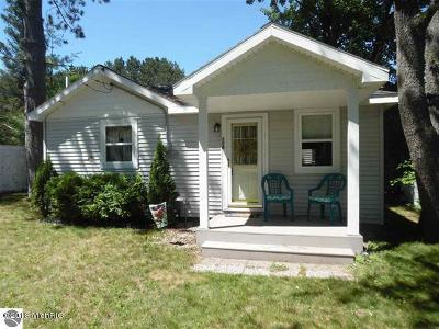 Benzie County, Charlevoix County, Clare County, Emmet County, Grand Traverse County, Kalkaska County, Lake County, Leelanau County, Manistee County, Mason County, Missaukee County, Osceola County, Roscommon County, Wexford County Single Family Home For Sale: 108 Henderson Place