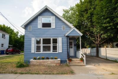 Grand Rapids Single Family Home For Sale: 811 8th Street NW Street NW