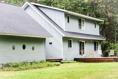Manistee County Single Family Home For Sale: 1047 Red Apple Road