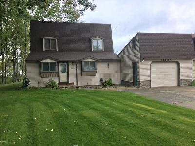 Canadian Lakes Single Family Home Active Contingent: 11104 Southlawn Drive