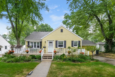 Grand Haven Single Family Home For Sale: 531 Waverly Avenue