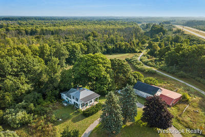 Benzie County, Charlevoix County, Clare County, Emmet County, Grand Traverse County, Kalkaska County, Lake County, Leelanau County, Manistee County, Mason County, Missaukee County, Osceola County, Roscommon County, Wexford County Single Family Home For Sale: 4890 W Hesslund Road