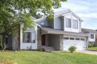 Kentwood Single Family Home For Sale: 2405 Mapleview Street SE