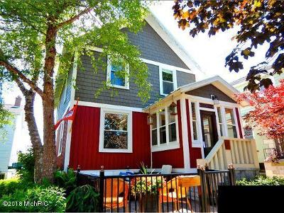 Grand Haven Single Family Home For Sale: 210 S 5th Street