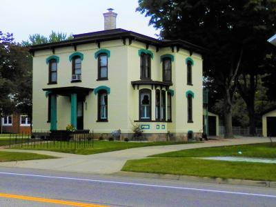 St. Joseph County Single Family Home For Sale: 605 E Chicago Road
