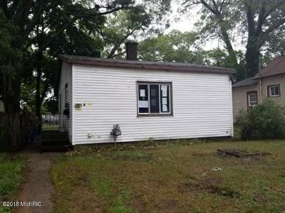 Muskegon, Muskegon Heights, North Muskegon Single Family Home For Sale: 1626 Elwood Street