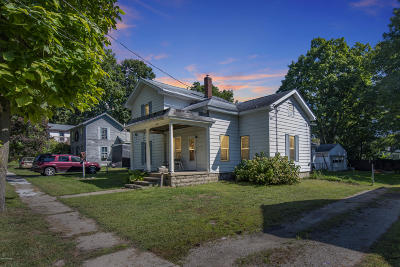Eaton County Single Family Home For Sale: 524 S Canal St Street