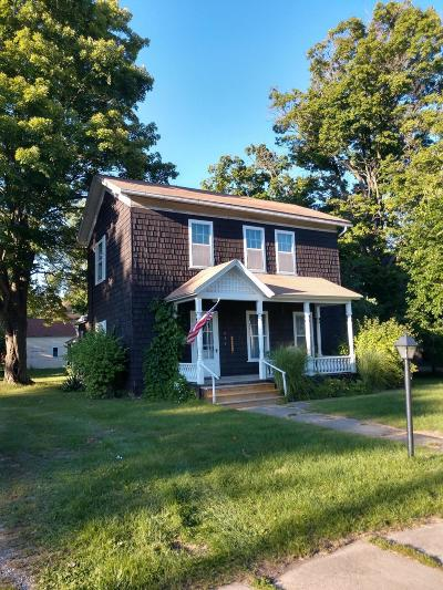 Eaton County Single Family Home For Sale: 430 W Lawrence Avenue