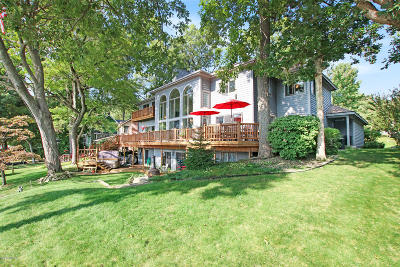 Single Family Home For Sale: 462 E Gull Lake Drive