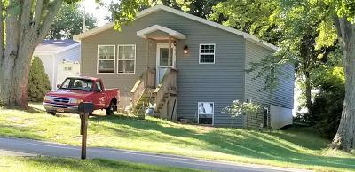 Barry County Single Family Home For Sale: 7057 Shoreline Drive