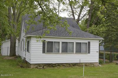 Kalamazoo County Single Family Home For Sale: 6844 E Michigan