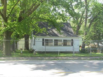 Kalamazoo County Multi Family Home For Sale: 6844-6846 E Michigan Avenue