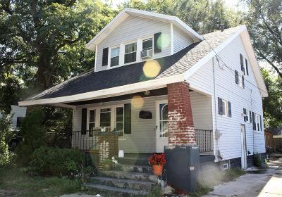 Single Family Home For Sale: 830 Burton Street SE