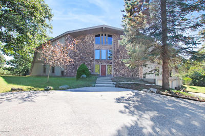 Benzie County, Charlevoix County, Clare County, Emmet County, Grand Traverse County, Kalkaska County, Lake County, Leelanau County, Manistee County, Mason County, Missaukee County, Osceola County, Roscommon County, Wexford County Single Family Home For Sale: 5727 W Jagger Road