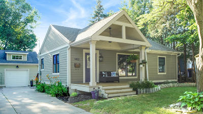 Grand Rapids Single Family Home For Sale: 1452 Eastlawn Road SE
