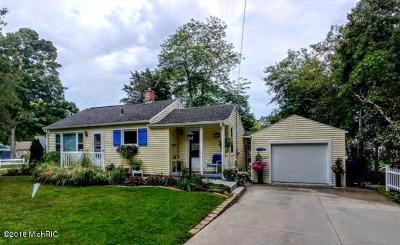 Spring Lake Single Family Home For Sale: 15742 Connelly Avenue