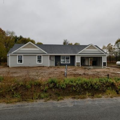 Cedar Springs Single Family Home For Sale: 15645 NW Albrecht Avenue NW
