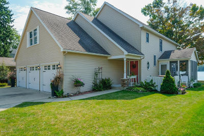 Kalamazoo Single Family Home For Sale: 41 N Crooked Lake Drive