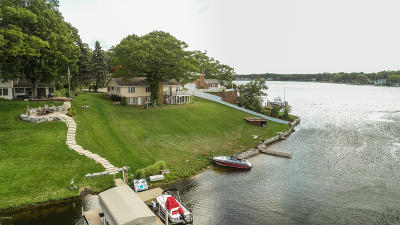 Grand Haven, Spring Lake Single Family Home For Sale: 16045 Harbor View Drive
