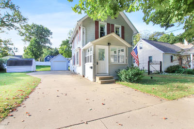 South Haven Single Family Home For Sale: 834 Conger Street
