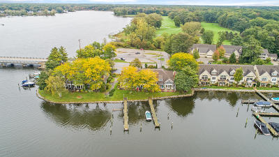 Grand Haven, Spring Lake, Ferrysburg Condo/Townhouse For Sale: 17567 N Fruitport Road