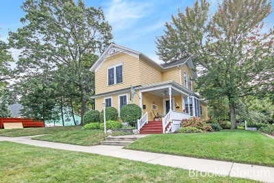 Grand Haven Single Family Home For Sale: 532 Slayton Avenue
