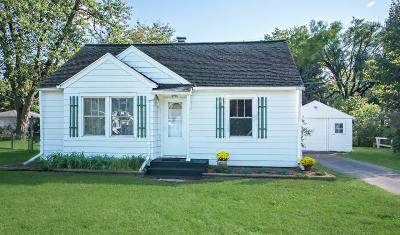 Benton Harbor Single Family Home For Sale: 270 Helmar Court