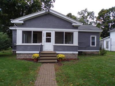 Paw Paw Single Family Home For Sale: 307 Cedar Street
