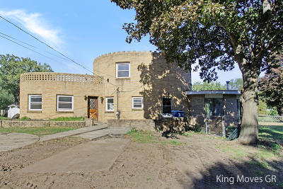 Single Family Home For Sale: 2653 Riley Avenue SW
