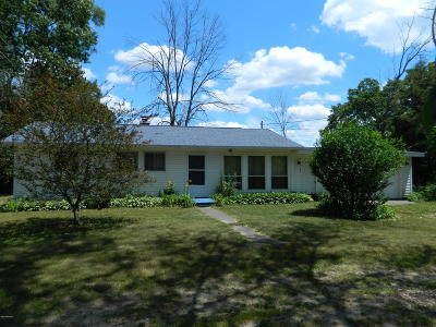 Three Rivers Single Family Home For Sale: 59249 Noah Lake Drive