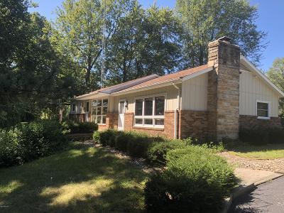 Benton Harbor Single Family Home For Sale: 2224 Sunrise Lane