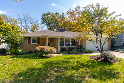 Single Family Home For Sale: 1564 Woodcliff Drive SE