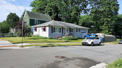 Grand Rapids MI Single Family Home For Sale: $105,900