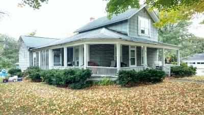 Calhoun County Single Family Home For Sale: 126 E Ave N