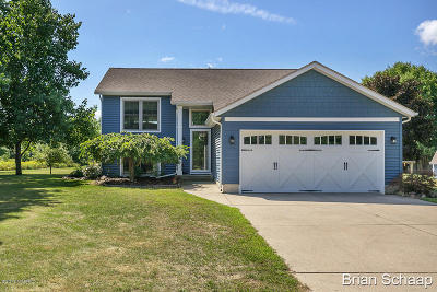 Single Family Home For Sale: 6190 16 Mile Road NE