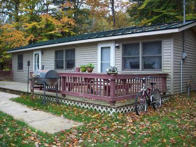 Benzie County, Charlevoix County, Clare County, Emmet County, Grand Traverse County, Kalkaska County, Lake County, Leelanau County, Manistee County, Mason County, Missaukee County, Osceola County, Roscommon County, Wexford County Single Family Home For Sale: 10184 Bea Boulevard