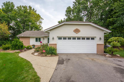 Clinton County, Gratiot County, Isabella County, Kent County, Mecosta County, Montcalm County, Muskegon County, Newaygo County, Oceana County, Ottawa County, Ionia County, Ingham County, Eaton County, Barry County, Allegan County Single Family Home For Sale: 7100 Bonaire Court NE