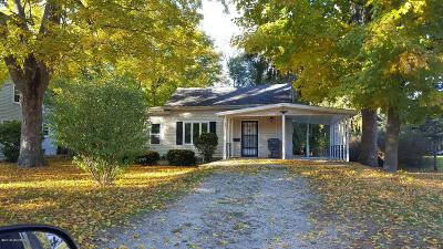 Clinton County, Gratiot County, Isabella County, Kent County, Mecosta County, Montcalm County, Muskegon County, Newaygo County, Oceana County, Ottawa County, Ionia County, Ingham County, Eaton County, Barry County, Allegan County Single Family Home For Sale: 642 W Bridge Street