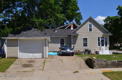 Single Family Home For Sale: 105 Ann Street NE