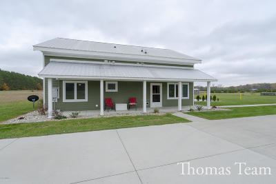 Mecosta County Single Family Home For Sale: 7421 River Escape