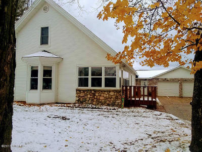 Antrim County Single Family Home For Sale: 9015 Limits SE