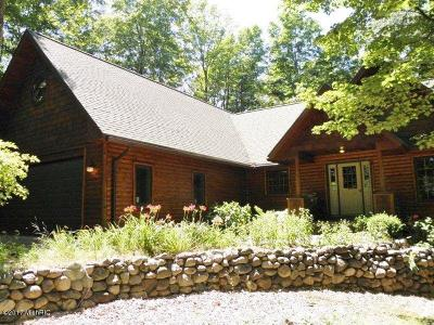 Benzie County, Charlevoix County, Clare County, Emmet County, Grand Traverse County, Kalkaska County, Lake County, Leelanau County, Manistee County, Mason County, Missaukee County, Osceola County, Roscommon County, Wexford County Single Family Home For Sale: 270 Heather Ridge Trail
