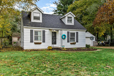 Single Family Home For Sale: 129 Kenton Street SE