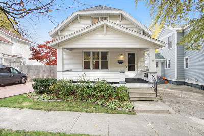 Grand Haven Single Family Home For Sale: 213 Clinton Avenue